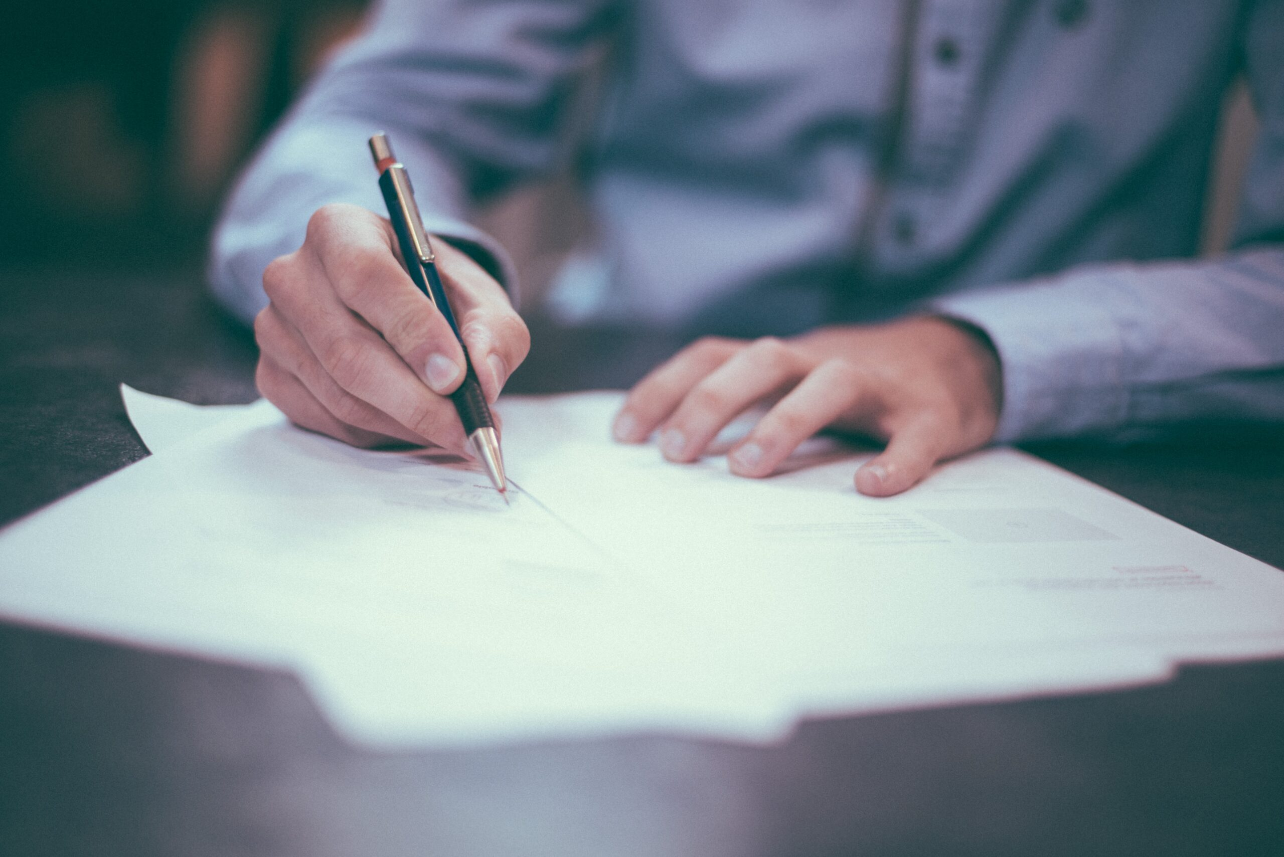 Analyzing Supply Contracts: Interpretation of Major Clauses and the English Practice relating to Commercial Agreements